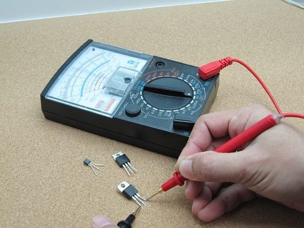 An electrical engineer's first-person view as they test the electrical properties of a transistor